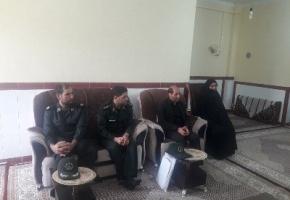 دیدار مسئولان پارس آباد با خانواده شهید دانش آموز ۱۳ ساله
